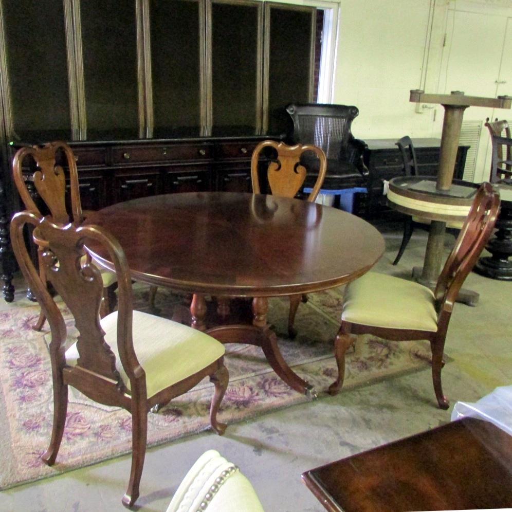 Thomasville Furniture Irving Park Round Pedestal Dining